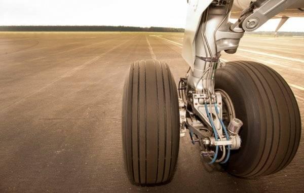 depositphotos_24477655-stock-photo-landing-gear-wheels-on-the.jpg